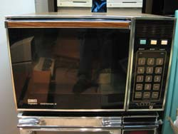 Rcm 9 A Frigidaire Microwave Actually It S An Amana Radarange In Disguise Pretty Much Rr Equivalent With The Same Heavy Duty Supply And